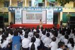 Mèo máy Doraemon mang kiến thức an toàn giao thông đến cho học sinh tiểu học