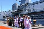Ảnh chiến hạm mang tên lửa của hải quân Úc cập cảng Đà Nẵng
