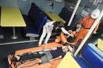 Tàu SAR vượt sóng, cứu nạn ngư dân bị tai nạn nguy kịch