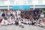 Cậu bé tạo cầu nối giữa hải quân Mỹ với học sinh Việt