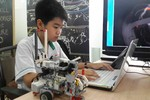 Cậu bé robot, viết phầm mềm cho người máy từ...bé tí