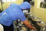 Một trường ở Đà Nẵng bị nghi cắt xén bữa cơm trẻ tiểu học, thu tiền bán trú sai