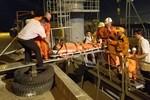 Vượt sóng, cứu thuyền viên Philippines bị nạn gần khu vực quần đảo Hoàng Sa