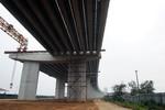 Tiến độ 'rùa' ở công trường cây cầu có nguy cơ bị phạt 200 tỷ