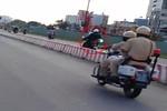 Video: Đoàn siêu môtô vung gậy dẹp đường qua mặt cảnh sát