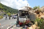 Xe khách đâm vào vách núi: Nhiều giáo viên thiệt mạng
