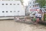 Xe Công an tông nhiều xe máy rơi sông, 1 người chết