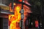 Tiệm vàng bốc cháy ngùn ngụt: 5 người chết, 4 người bị thương