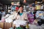 Đỗ đại học, nữ sinh đi làm thuê vì không có tiền đến lớp