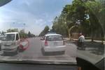Video: Xe tải vượt ẩu như trong phim hành động