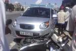 Vào cua hẹp ở ngã tư: Ôtô đấu đầu xe máy, 1 người trọng thương