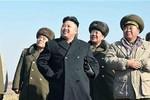 Kim Jong-un xem pháo binh tập trận ngày Tổng thống Hàn nhậm chức
