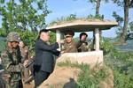 Kim Jong-un bất ngờ thị sát tiền đồn biên giới chỉ cách Hàn Quốc 350 m