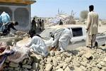 Bác sĩ cảnh báo 700 người đã chết trong trận động đất ở Pakistan