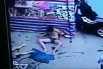 Video: Thanh niên nhảy lầu không chết, rơi trúng ông già mất mạng