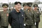 Ảnh: Kim Jong-un đổi kiểu tóc mới đi thị sát trường đua ngựa
