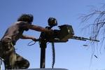 """Phe Assad bao vây để """"nhổ tận gốc"""" phiến quân Syria ở ngoại ô Damascus"""