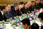 """Hoàn Cầu: Nhật Bản muốn """"liên Nga kháng Hoa"""", Moscow lạnh nhạt"""