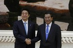 Thủ tướng Nhật đi Campuchia, Phnom Penh muốn lập quan hệ chiến lược