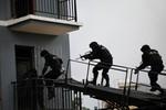 Đội trưởng đặc nhiệm Trung Quốc bắn chết 5 tay súng trong 15 giây