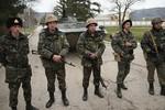 Ukrane bắt đầu tập trận, Nga xiết chặt vòng vây Crimea