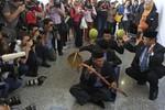 Dân Trung Quốc châm biếm chính phủ Malaysia thuê phù thủy tìm máy bay