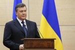 Yanukovych dùng xe tải chở 32 tỉ USD tiền mặt sang Nga?