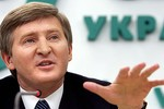 Tỉ phú giàu nhất Ukraine điều công nhân duy trì an ninh ở miền Đông
