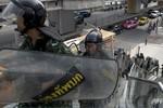 Quân đội và người biểu tình Thái Lan chơi trò mèo vờn chuột ở Bangkok