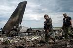 Ukraine tuyên bố quốc tang, dân Kiev trút giận vào đại sứ quán Nga