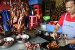 Trung Quốc: Công chức bị cấm ăn thịt chó nơi công cộng