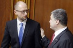 Cạnh tranh luẩn quẩn giữa Tổng thống - Thủ tướng làm suy yếu Ukraine