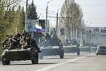 Ukraine cáo buộc Nga điều 32 xe tăng, 16 đại pháo hỗ trợ phe ly khai