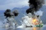 Indonesia dùng thuốc nổ đánh chìm 2 tàu cá Thái Lan ở Biển Đông