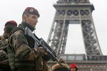 Pháp đau đầu vì máy bay không người lái ra vào yếu địa như chỗ không người