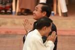 Thủ tướng Thái Lan thăm thầy bói gây tranh cãi