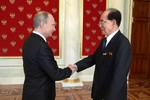 Putin gửi kỷ niệm chương cho Kim Jong-un