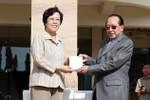 Trung Quốc cấp ô tô, điện thoại di động cho Bộ Ngoại giao Campuchia