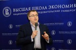 """Học giả Nga bình luận """"lạ"""" về việc Trung Quốc kéo tên lửa ra Hoàng Sa"""