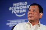 """Tại sao ông Duterte """"lộ tin"""" ông Tập Cận Bình cảnh báo chiến tranh ở Biển Đông?"""