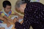 Bà giáo 80 tuổi: Sẽ còn dạy tình nguyện đến khi chân chậm, mắt mờ