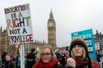 Chùm ảnh: Sinh viên biểu tình phản đối tăng học phí