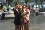 """Giới trẻ Hà Thành """"chuộng"""" mang theo thú cưng xuống phố"""