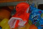 Phao bơi TQ nhiễm chất độc, gây tổn thương cho bé