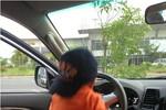 Thanh Thảo đăng ảnh bé Jacky Minh Trí-con trai Ngô Kiến Huy 'lái' ô tô