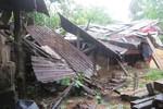 Giúp cha sửa mái nhà sau bão, bé gái bị tử vong khi bị ngã xuống ao