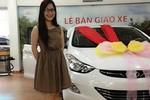 Hương Tràm khoe xe Hyundai 700 triệu mới tậu