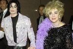 """Mẹ Michael Jackson """"ganh tị"""" với minh tinh điện ảnh Elizabeth Taylor"""