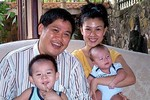 Vợ chồng Phước Sang - Kim Thư bị chủ nợ hăm dọa đòi giết con?