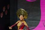 Hoa hậu hoàn vũ 2013: Trương Thị May liên tục được đánh giá cao